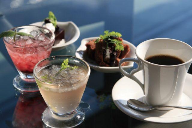 フルーツ黒酢とコーヒー